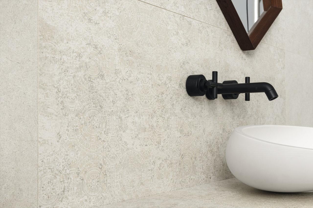 SW_Silk Stone_white_satin_ornament_close-up_2
